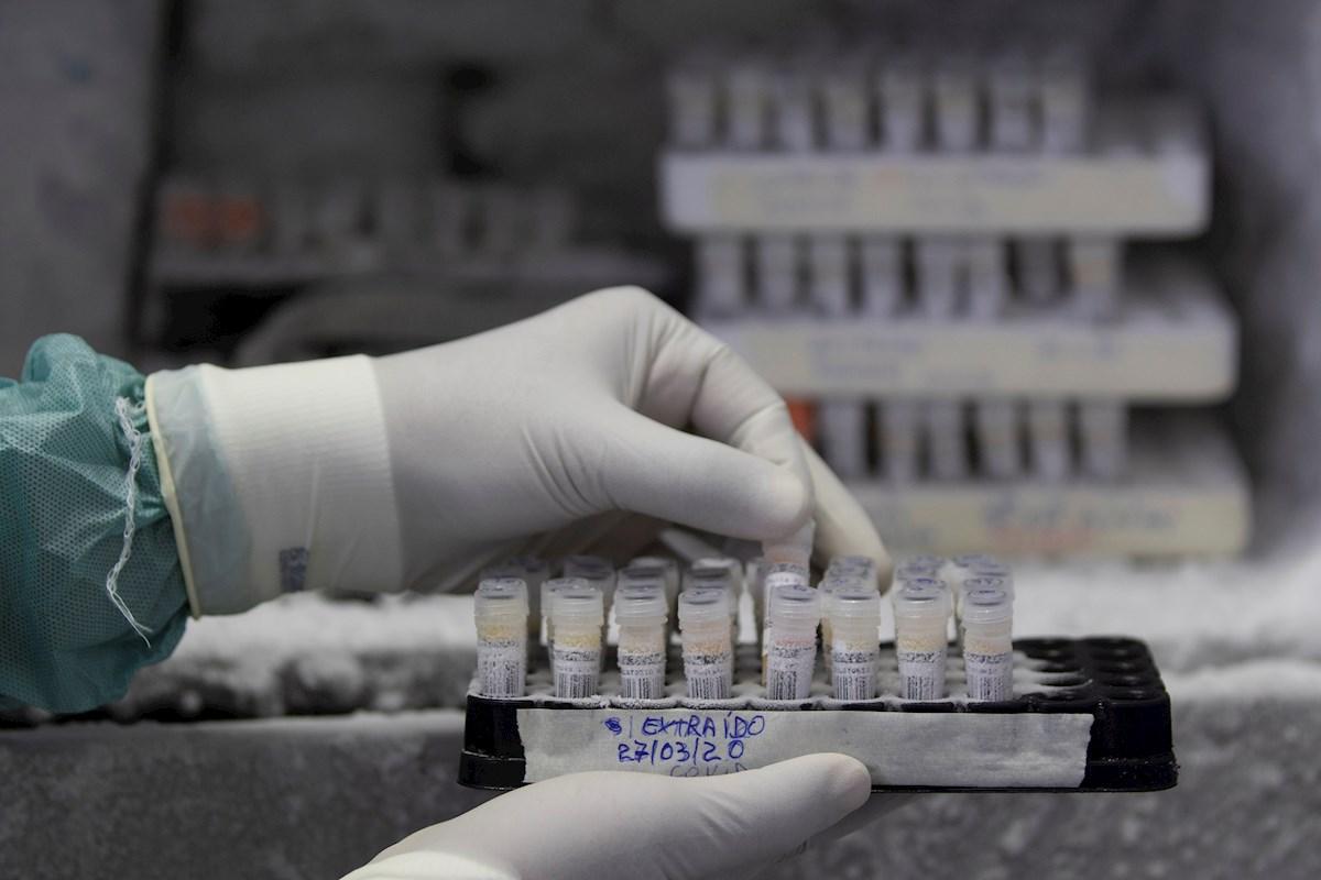 Logran secuenciar el genoma del virus SARS-CoV-2 en dos pacientes en Barcelona