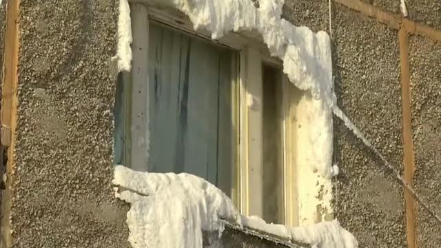 Un bloque viviendas en Irkutsk (Siberia), congelado por las fugas de agua en las tuberías a 25 grados bajo cero