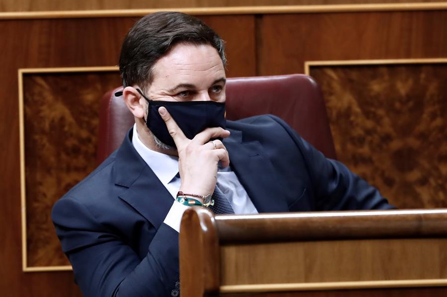 Abascal llama a las portavoces de Unidas Podemos «floreros» que «el machito alfa ha decidido» que intervengan en el Pleno