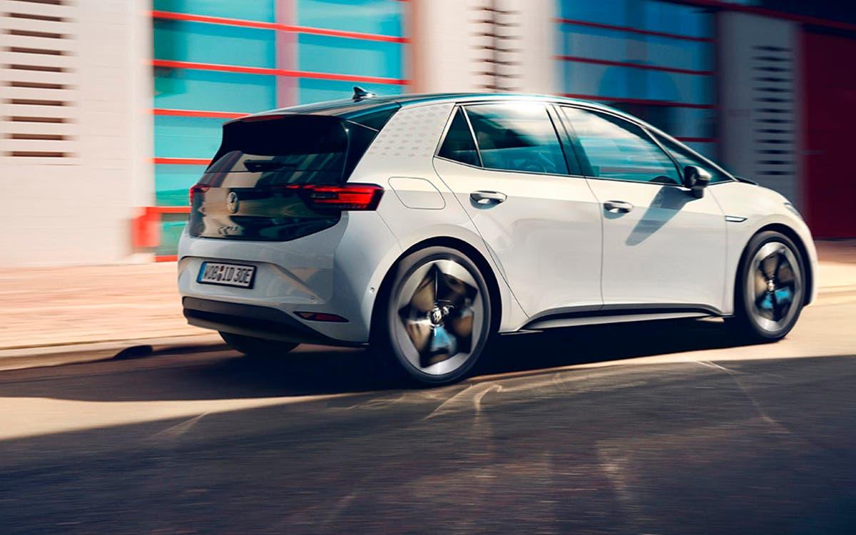 Un tercio de los coches nuevos vendidos en todo el mundo será eléctrico o híbrido enchufable en 2030