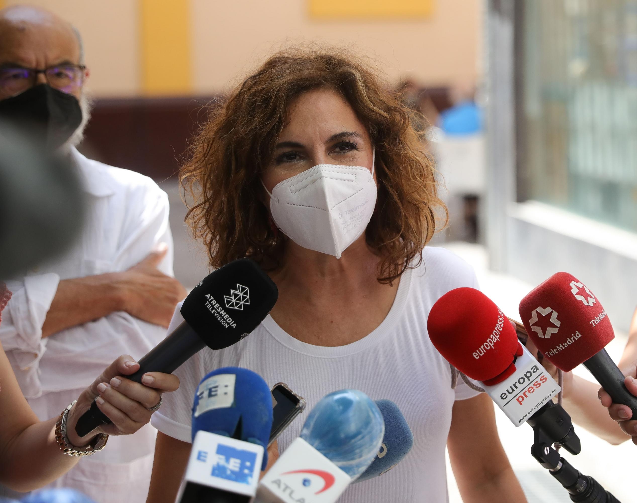 Montero afirma que el Gobierno apuesta por «la armonía entre españoles» frente a «la foto de la impotencia de la derecha»