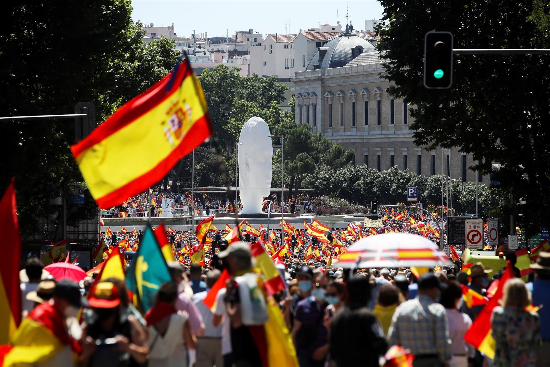 La protesta de Colón contra los indultos eclipsa la presencia de los líderes de la derecha, que evitaron aparecer juntos