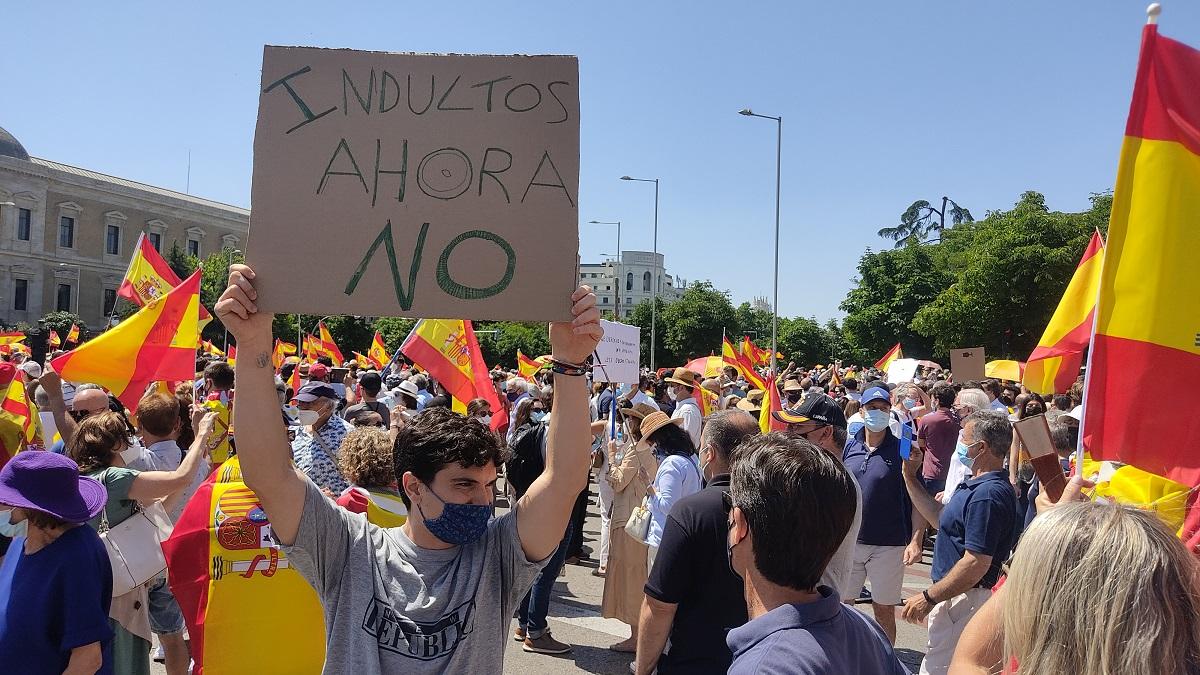 Fiesta privada de la extrema derecha en la Plaza de Colón contra los indultos