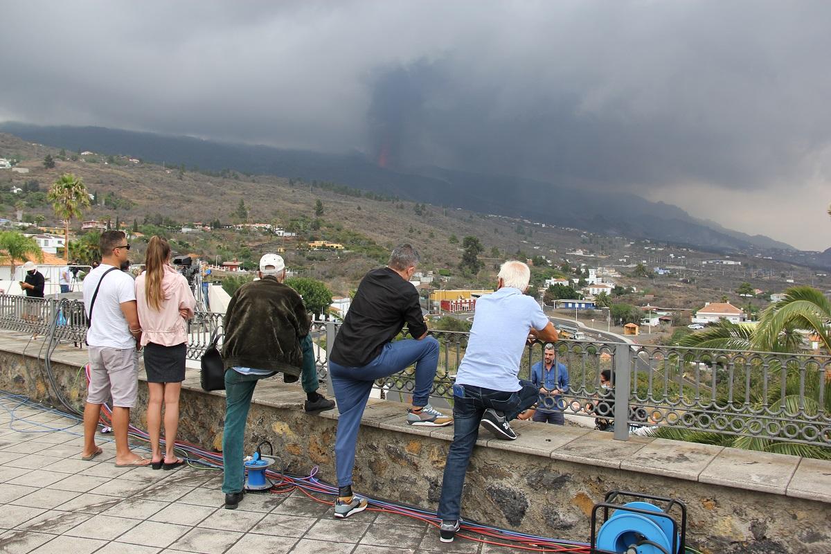 Cuando la tragedia se hace espectáculo: aumenta el turismo volcánico en medio de la desesperación de los palmeros y otras 4 noticias que debes leer para estar informado hoy, jueves 23 de septiembre de 2021