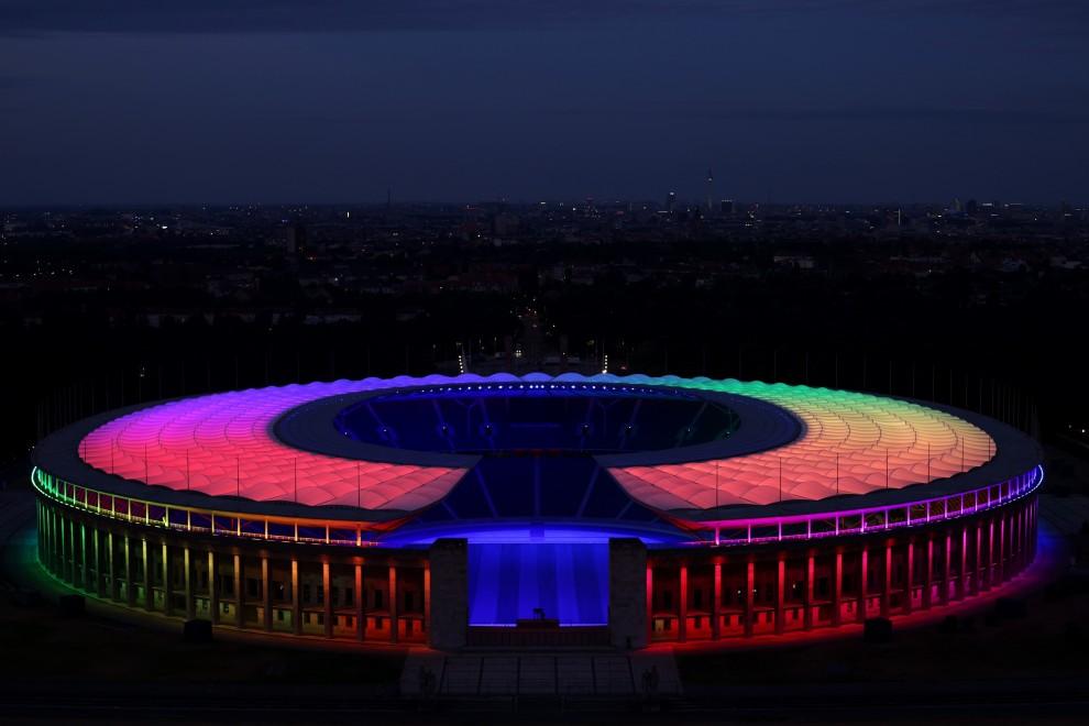 El Olympiastadion se ilumina con los colores LGTBI durante el partido de la Eurocopa 2020 Alemania-Hungría