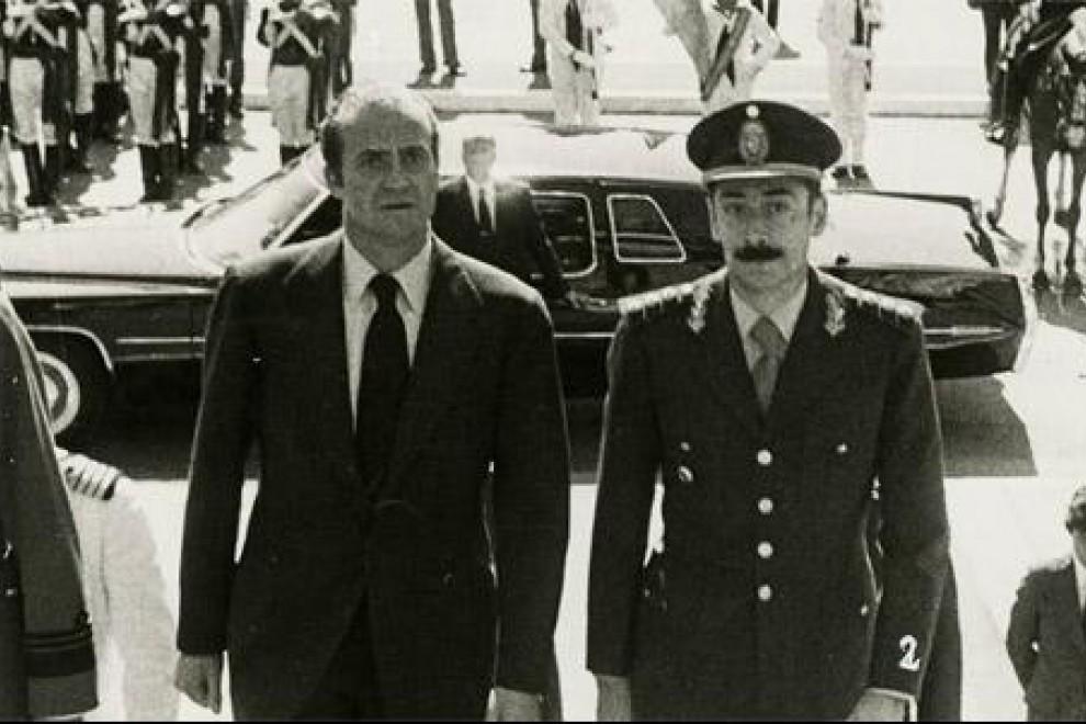 El rey Juan Carlos junto al dictador argentino Jorge Rafael Videla.