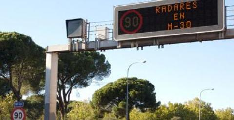Un radar en la M-30 de Madrid.-