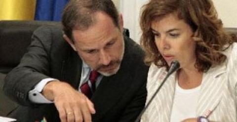 El subsecretario de Presidencia, Jaime Pérez Renovales, con la vicepresidenta Soraya Sáenz de Santamaría.