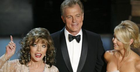 El actor Stephen Collins, junto a las actrices Joan Collins y Heather Locklear, en una gala de los premios Emmy, en Los Ángeles . REUTERS/Mike Blake