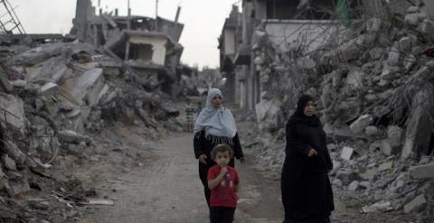 Ruinas de un barrio de Gaza tras los 50 días de bombardeos israelíes del pasado verano. MAHMUD HAMS / AFP