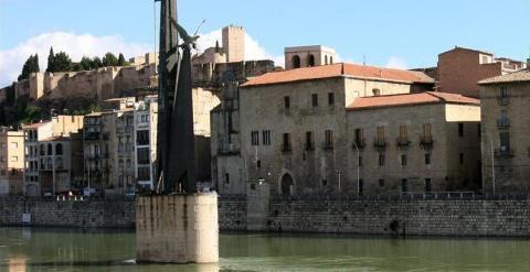 Monumento franquista en Tortosa.