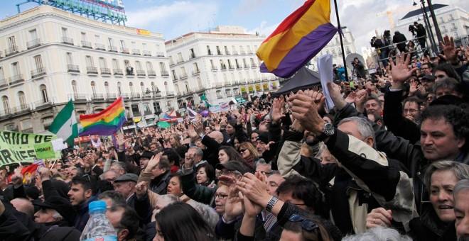 Decenas de miles de personas abarrotan la Puerta del Sol de Madrid, convocados por Podemos a la Marcha del Cambio. -JAIRO VARGAS