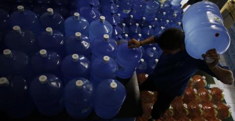 La sequía ha multiplicado las ventas de agua embotellada. - REUTERS