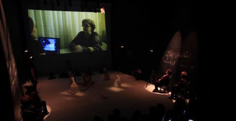 Una escena de 'Exhumación, Materia Cruda', que se estrena esta tarde en Madrid.