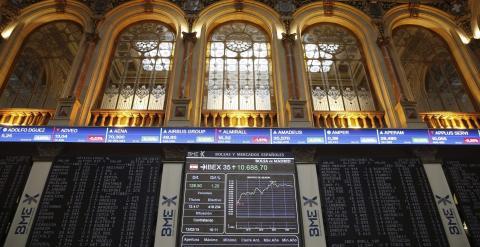 Los paneles informativos de la Bolsa de Madrid. EFE