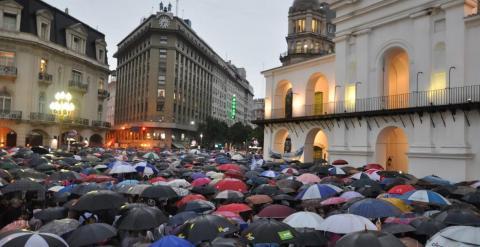 Un momento de la manifestación, en el Ayuntamiento de Buenos Aires. /A. D.
