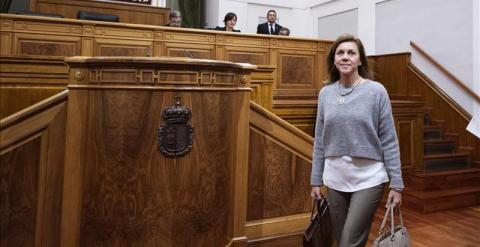 La presidenta de Castilla-La Mancha, María Dolores de Cospedal, en el Parlamento autonómico. Archivo EFE