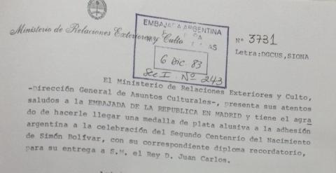 Imagen del documento que atestigua las condecoraciones a Juan Carlos de Borbón, Felipe González y Manuel Fraga por parte de la dictadura argentina.