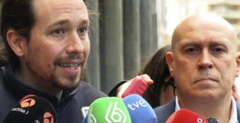 Pablo Iglesias, secretario general de Podemos, junto a Jorge Bravo, presidente de la Asociación Unificada de Militares Españoles (AUME). EFE