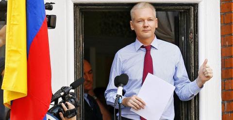 Julian Assange en la embajada de Ecuador en Londres. EFE