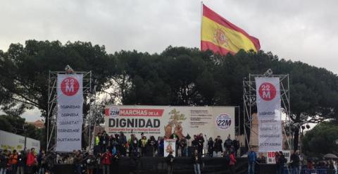 Escenario desde donde intervienen los portavoces de las Marchas de la Dignidad. C.G.M.