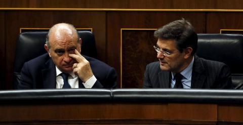 El ministro del Interior, Jorge Fernandez Diaz, con el de Justicia, Rafael Catala, en el pleno del Congreso. REUTERS/Juan Medina