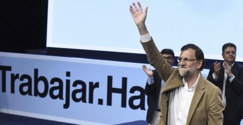 El presidente del Gobierno y del Partido Popular, Mariano Rajoy, durante el acto de presentación hoy de la candidata del PP a la reelección en la Presidencia de Castilla-La Mancha, María Dolores de Cospedal. EFE/Ismael Herrero