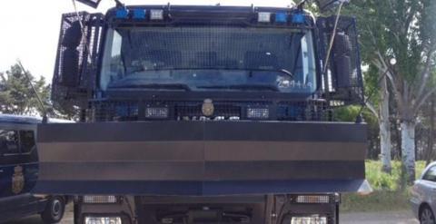 Camión lanza agua de la Policía Nacional./ EUROPA PRESS