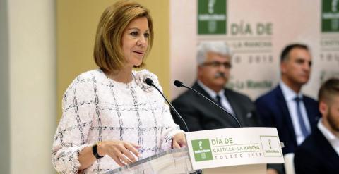 La presidenta en funciones de Castilla-La Mancha, María Dolores de Cospedal, durante su intervención en el acto institucional del Día de la Región. EFE/Ismael Herrero