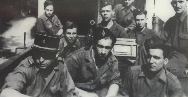 Rafael Gómez (en la primera fila a la derecha) con los compañeros del half track 'Don Quichotte'