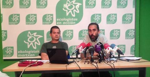 Juan Bárcena, responsable de calidad del aire de Ecologistas en Acción y Miguel Ángel Ceballos, coordinador del Informe Anual de Calidad del Aire./ C.G.M.
