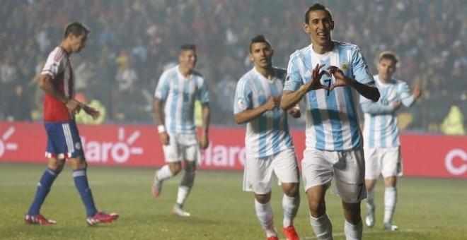 Argentina arrolla a Paraguay