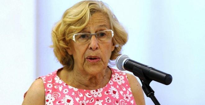 """Manuela Carmena, en una comparecencia de este martes en la que anunció la paralización de la venta de pisos a """"fondos buitre"""". EFE"""