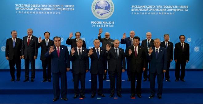 Fotografía de grupo con los gobernantes durante la cumbre SCO