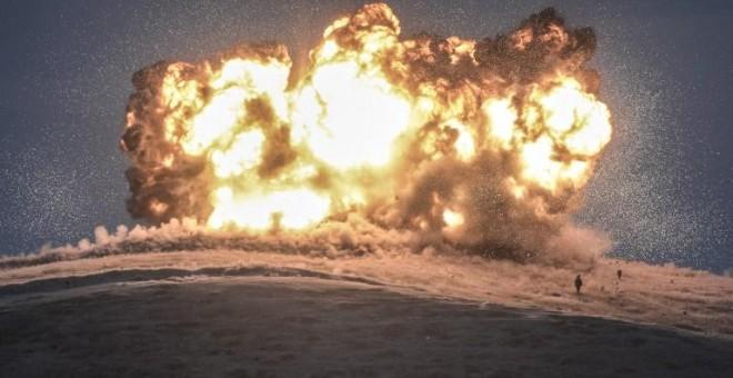 Momento de la caída de un misil turco lanzado contra una posición del Estado Islámico en la provincia de Sanliurfa. - AFP