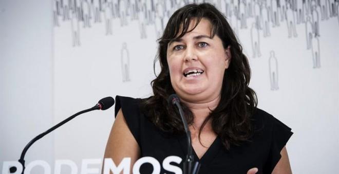 La secretaria de Acción Institucional de Podemos, Auxiliadora Honorato, durante la rueda de prensa que ofreción tras la reunión de la Ejecutiva un día después de que el candidato de IU a la Presidencia del Gobierno, Alberto Garzón, se haya mostrado muy op