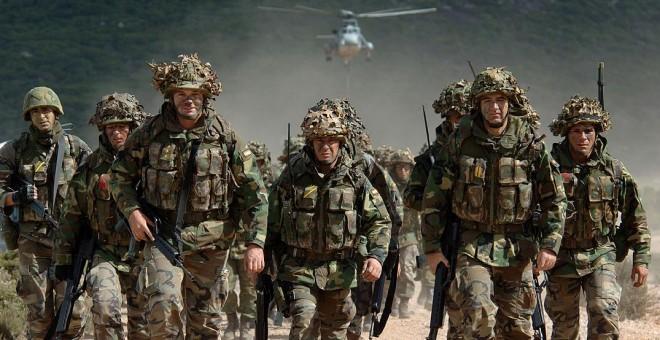 Soldados españoles de maniobras. AFP