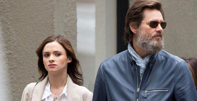 El actor Jim Carrey con la que era su pareja Cathriona White.