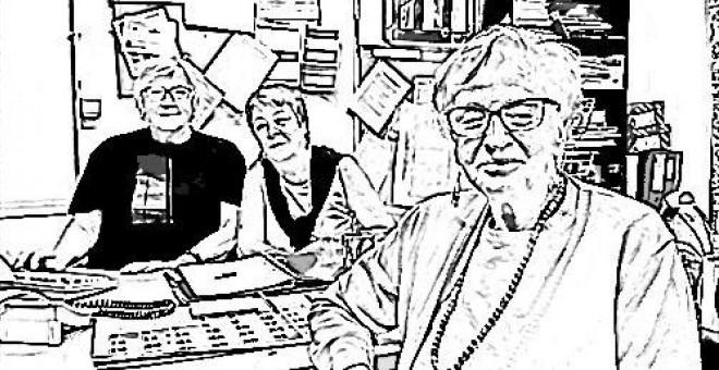 Gloria Cavanna, junto a dos compañeras de la asociación de vecinos Valle-Inclán del barrio de Prosperidad. / HENRIQUE MARIÑO