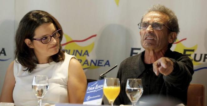 Mónica Oltra, junto a Vicent Martí, durante su intervención en el Fórum Europa. -EFE