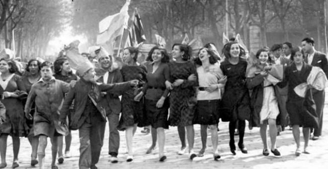 Alegría por las calles de Madrid tras proclamarse la II República.