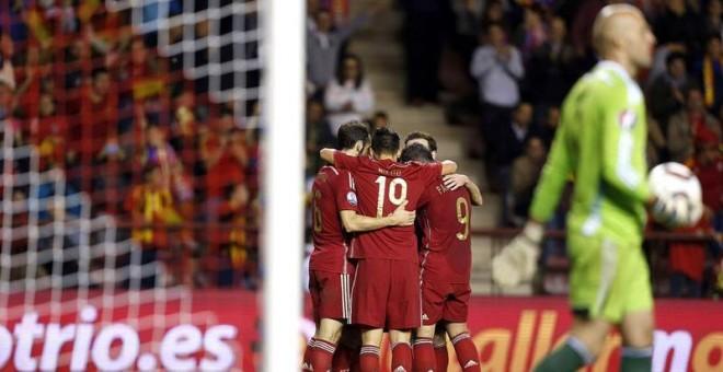 España sella el pase a la Eurocopa con goleada y una cara factura