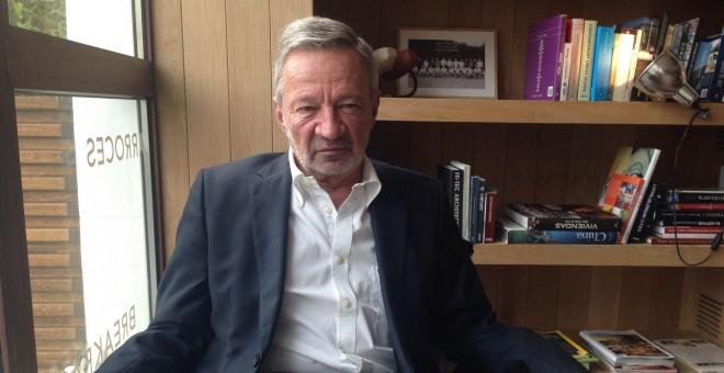 El filósofo y economista Germán Velásquez, durante la entrevista./ A. F.