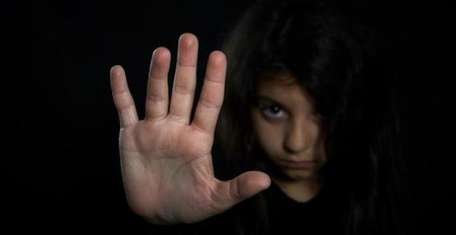 Entre un 10 y un 20% de la población occidental ha sido víctima de algún tipo de abuso sexual durante su infancia. / Fotolia