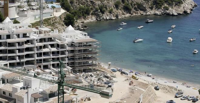 Un complejo de apartamentos construido en Altea, Alicante, en 2007.-AFP