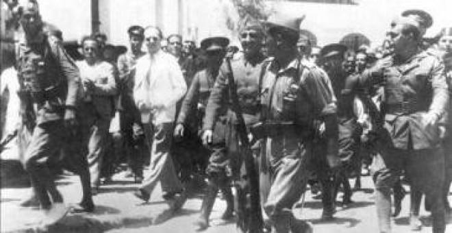 Fotografía de archivo fechada el 18 de julio de 1936 de la llegada de Francisco Franco a Ceuta procedente de Canarias, para asumir el mando del ejército
