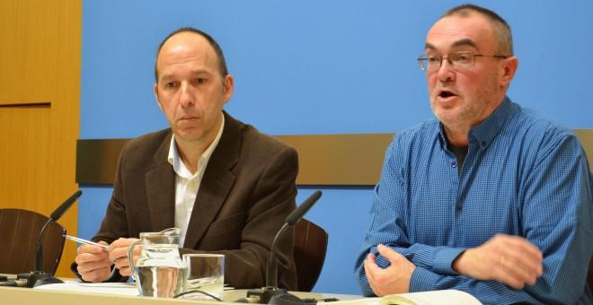 El portavoz de Cha en el ayuntamiento, Carmelo Asensio, con José María Chato Galante, de Cequa.