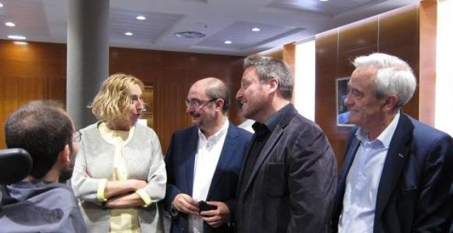 El presidente del Gobierno de Aragón, Javier Lambán, con José Luis Soro (CHA), Patricia Luquin (IU) y Pablo Echenique (Podemos).