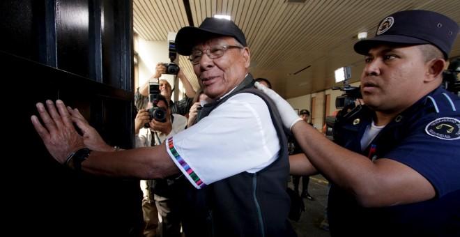 El exoficial Benedicto Lucas García, hermano del fallecido ex presidente Romeo Lucas. REUTERS/Josue Decavele