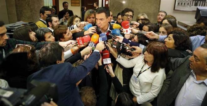 """El secretario general del PSOE, Pedro Sánchez ha asegurado que """"el cambio no puede esperar un minuto más"""", después de registrar las primeras iniciativas. / EFE"""